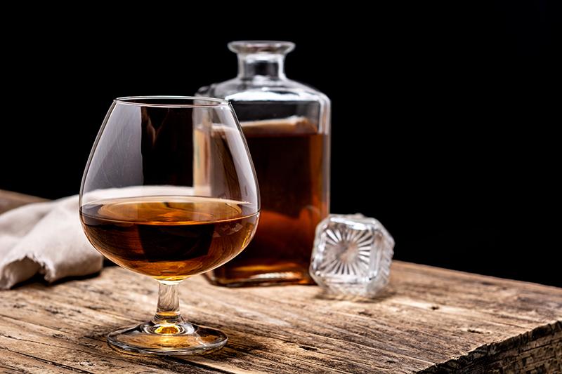 KONJAK Serviranje i ispijanje